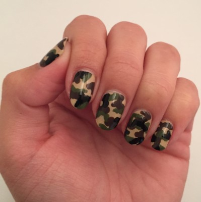 Left hand - full camouflage